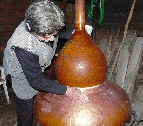 Julia Ruibal, augardenteira