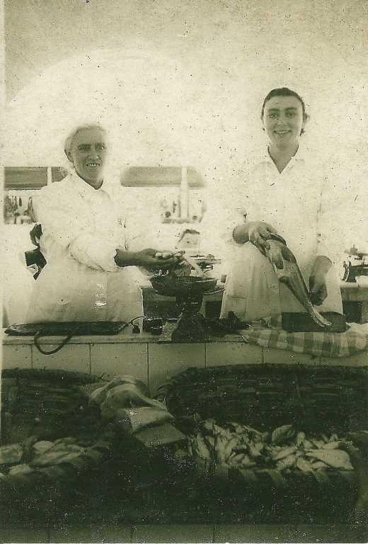 Josefa García e Josefa Barcia na Praza de Pontevedra