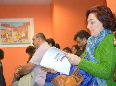 Nove persoas colaboradoras repasan a historia feminina de Pontevedra no libro 'Do gris ao violeta'