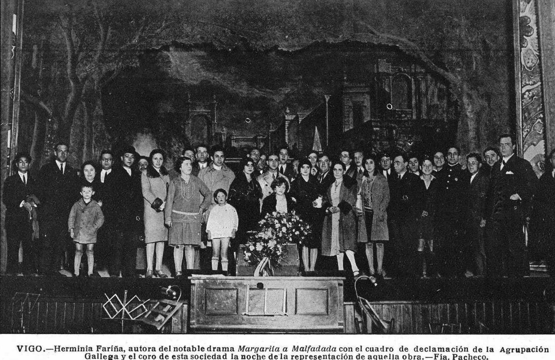 Herminia Fariña Cobián e o cadro de declamación da Agrupación Gallega