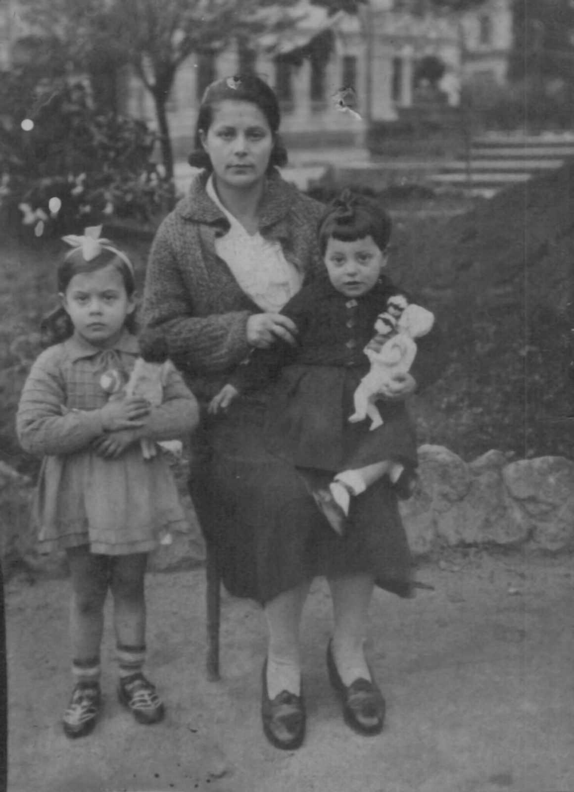 Elvira Lodeiro coas fillas
