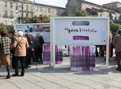 Éxito de público na inauguración da exposición 'Do gris ao violeta'