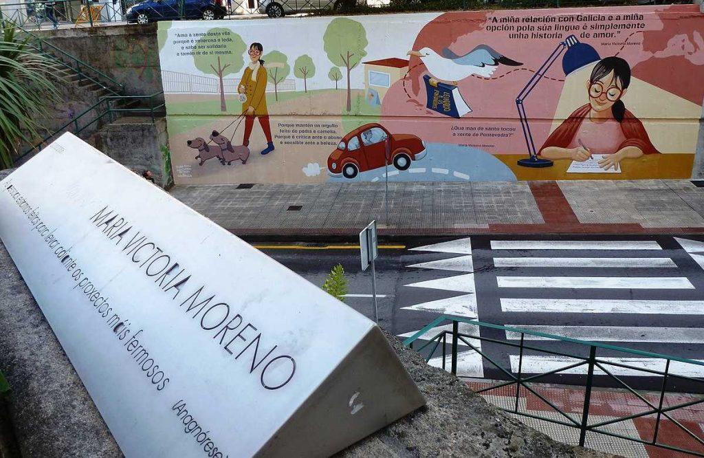 Placa e mural en homenaxe a Mª Victoria Moreno