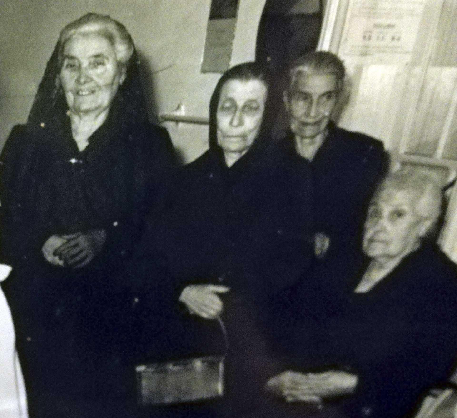 As Corseteiras cunha familiar
