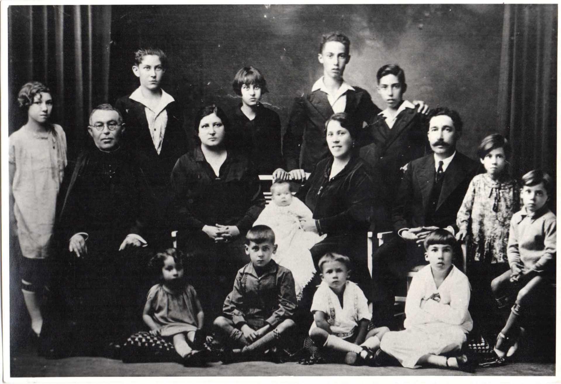 Isabel Gómez coa familia antes do golpe