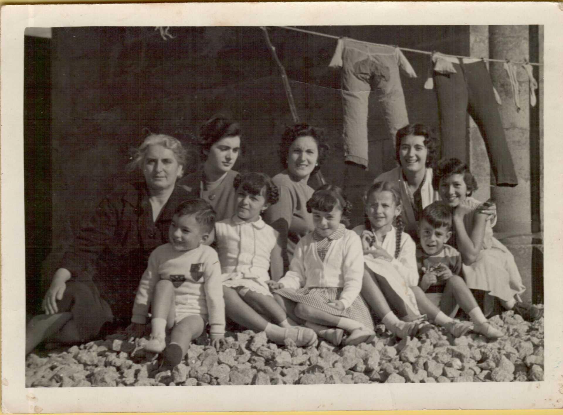 Lola Lois cos nenos na praia
