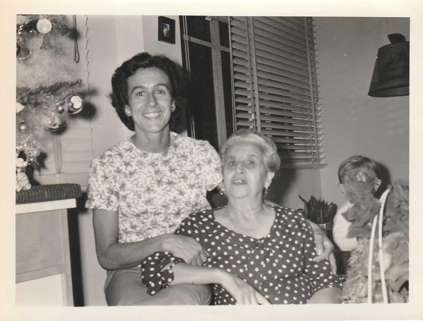 Belela, nome cariñoso de Bernarda Pereira, e Narda, súa filla