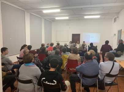 Acto de presentación da web dogrisaovioleta en Mourente