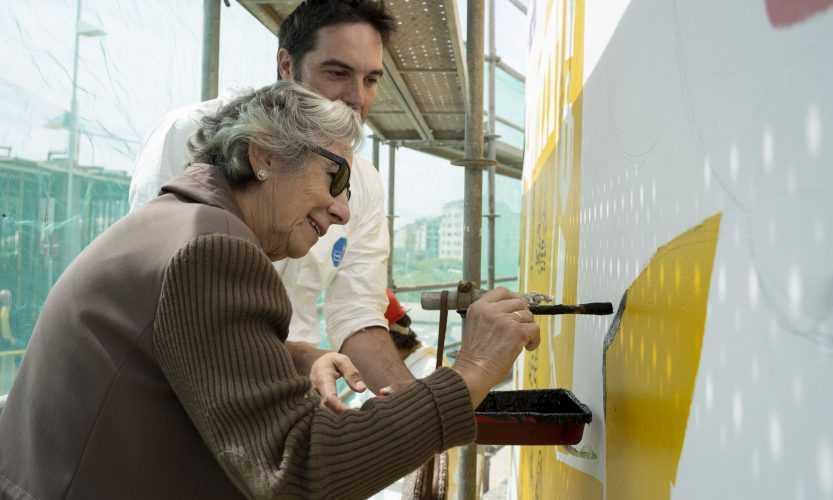Amalia Boveda participou no pintado da imaxe da sua nai Amalia Alvarez