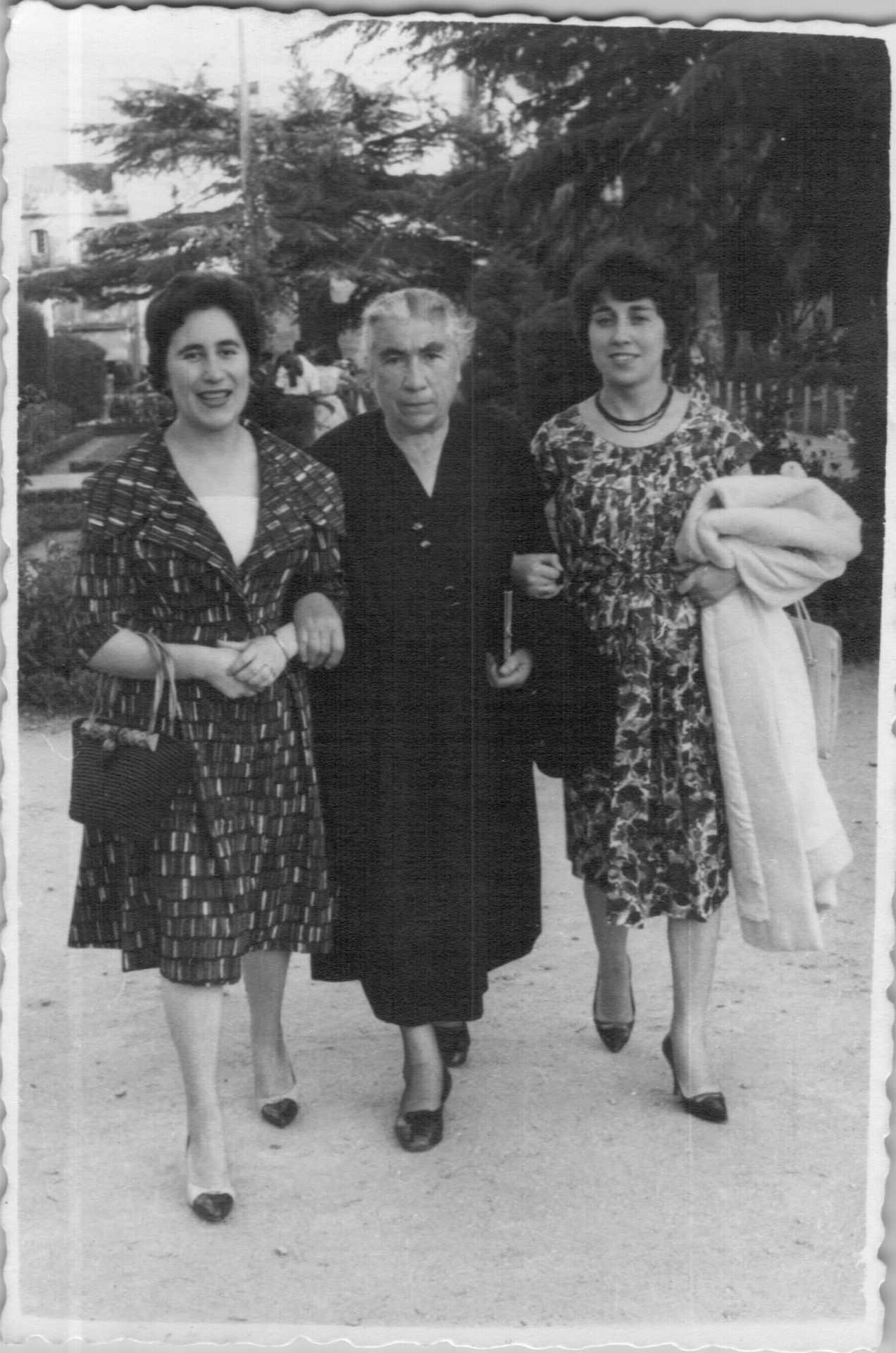 Lita Arosa, á esquerda, coa señora Pepa e a sua filla Mayra Maruchi