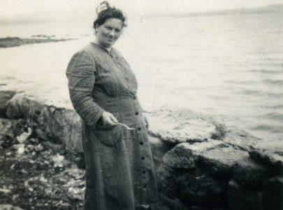 Isaura Pazos na praia da Lanzada o día 26 de agosto d e1956