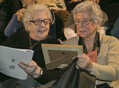 Manuela Gómez Lodeiro, á esquerda da imaxe, e Margarita Caballero Calleja nun dos actos de homenaxe do programa A Memoria das Mulleres